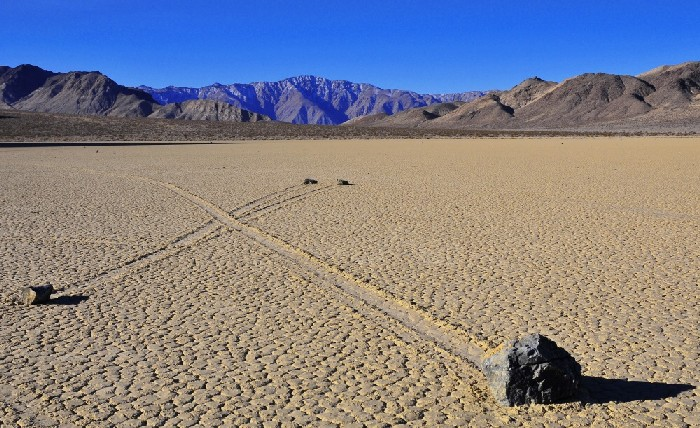 Sailing stones of the Racetrack Playa