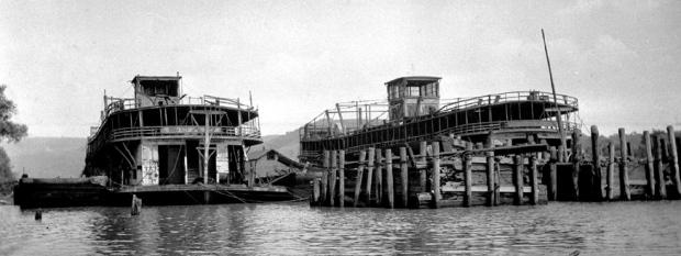 Str. Boaz & Str. Horner - rotting away in the steamboat boneyard