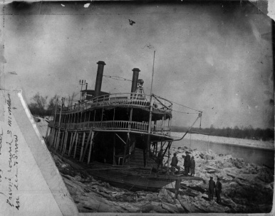 Str. Golden Fleece trapped in the frozen Tennessee River, 1917