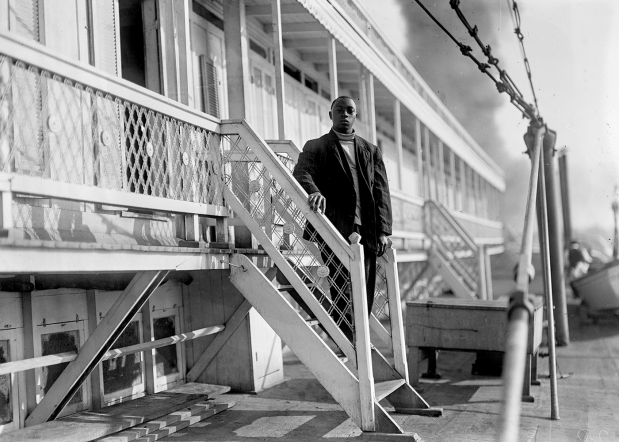 Passenger disembarking from the Steamer General Anderson