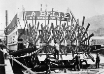 Refitting the sternwheel of the La Belle