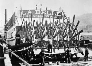 Refitting the sternwheel of the La Belle