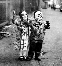 A pair of halloween participants